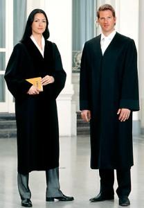 Die Robe der Richterin und des Anwaltes